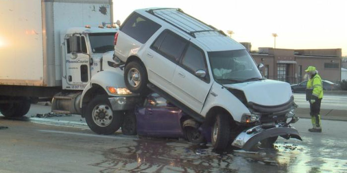 Terrifying crash leaves vehicles stacked