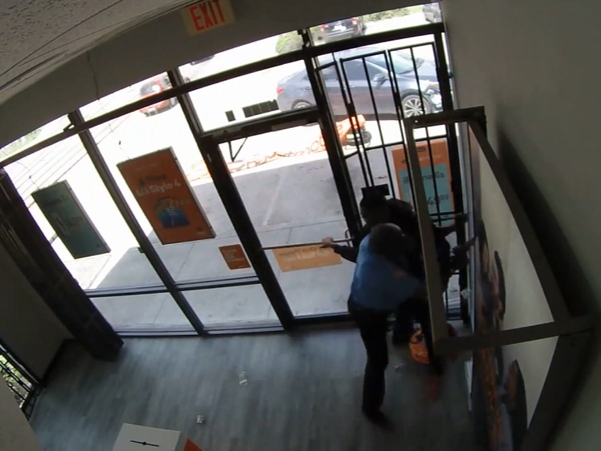 'It's my job': Security guard fights off masked robbers at cellphone store