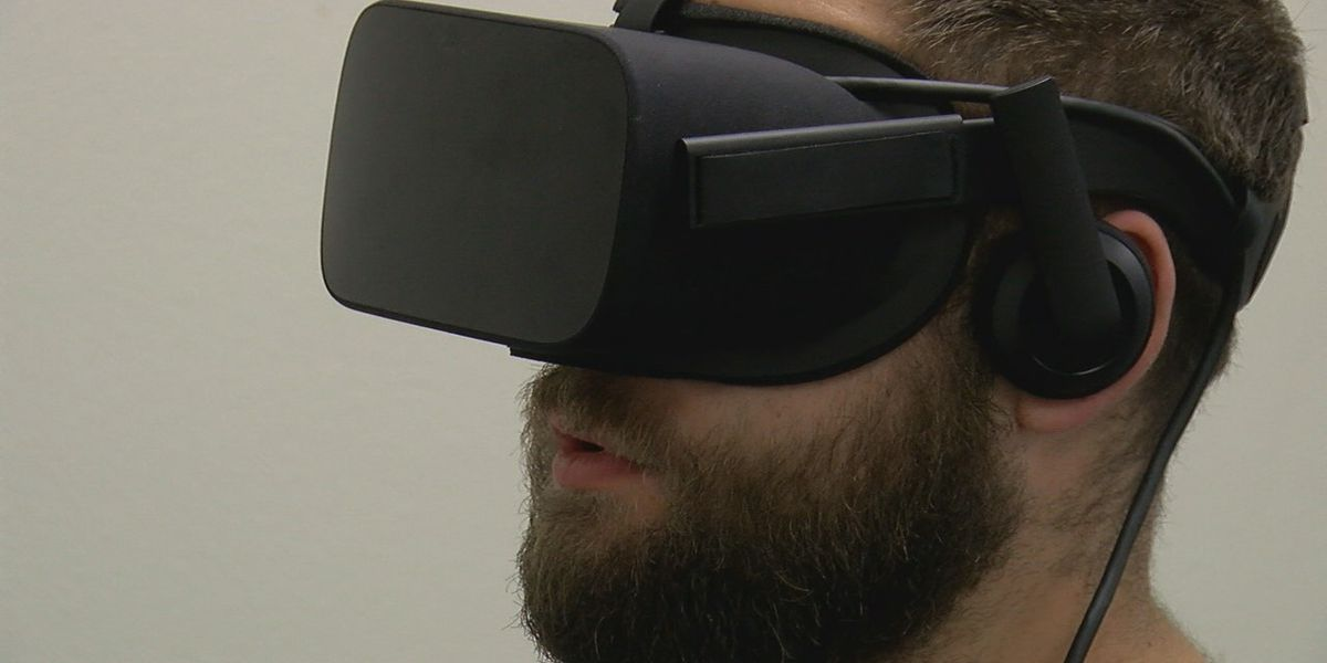 Medical students use virtual reality teaching tool
