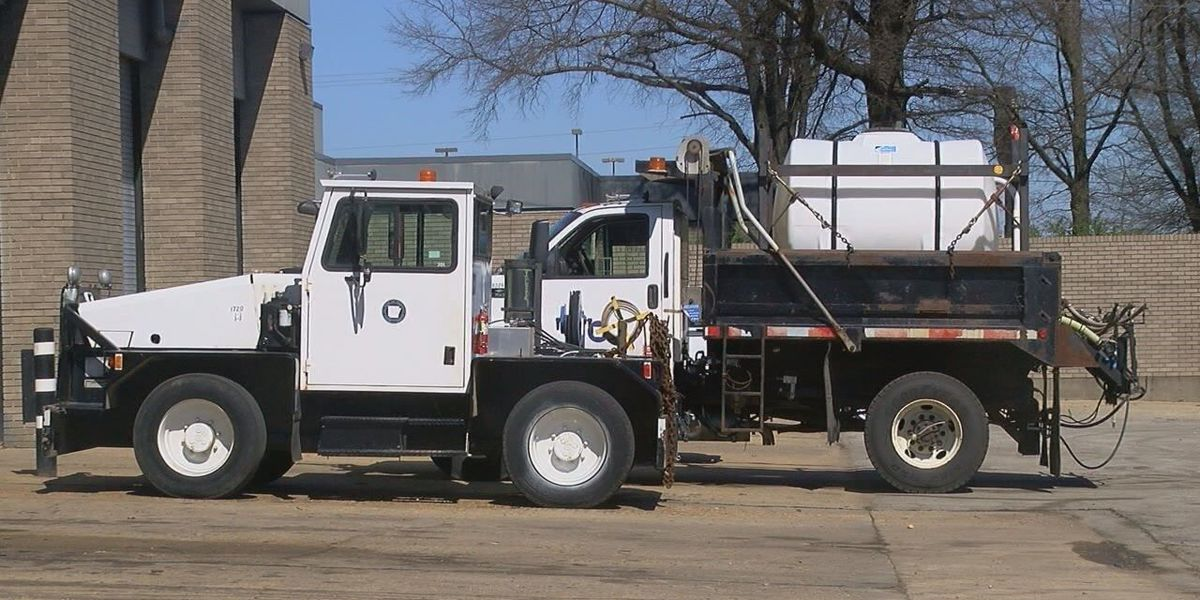 Road crews prepare for threat of winter weather