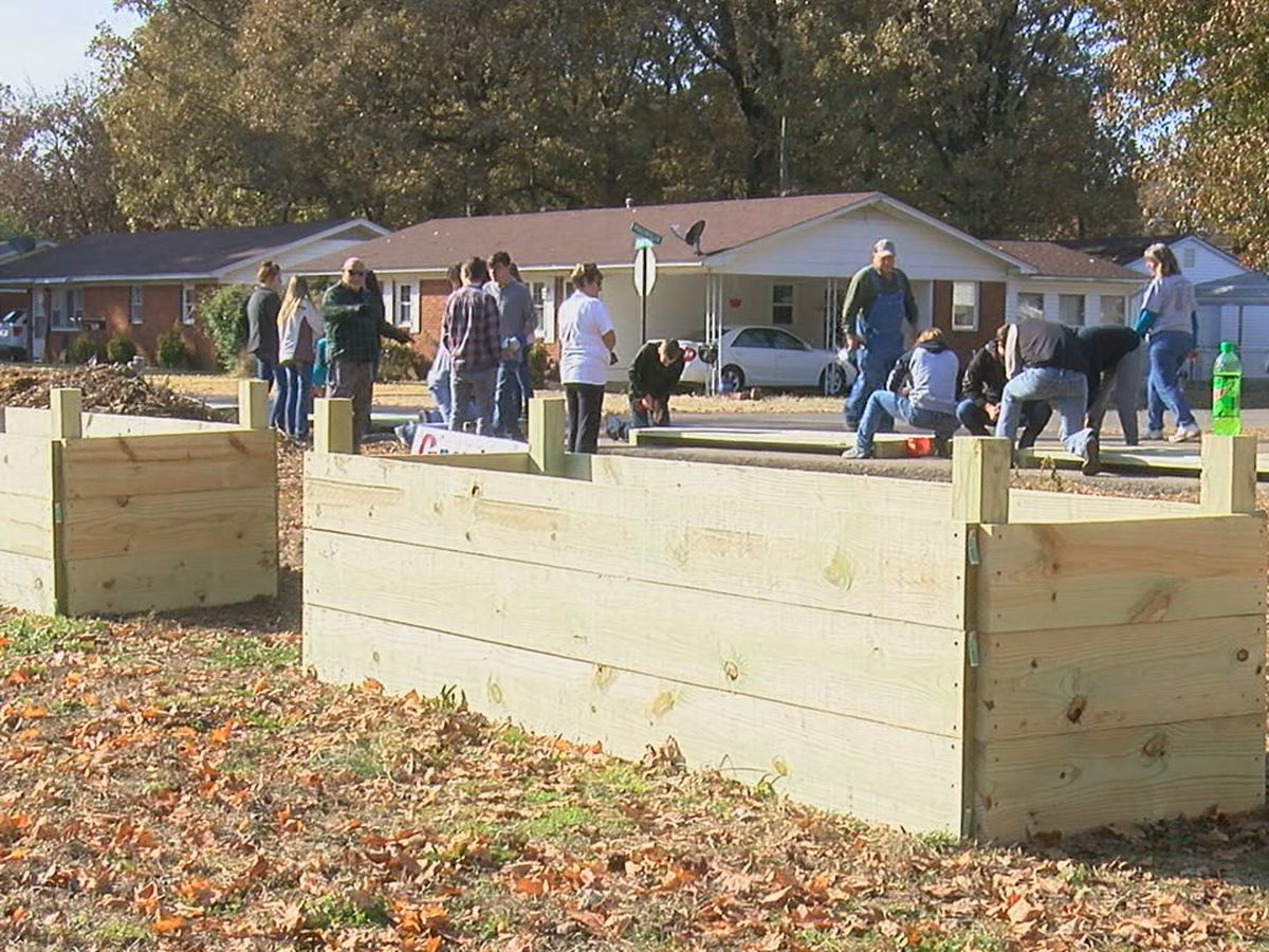 Corning students build garden boxes to benefit community