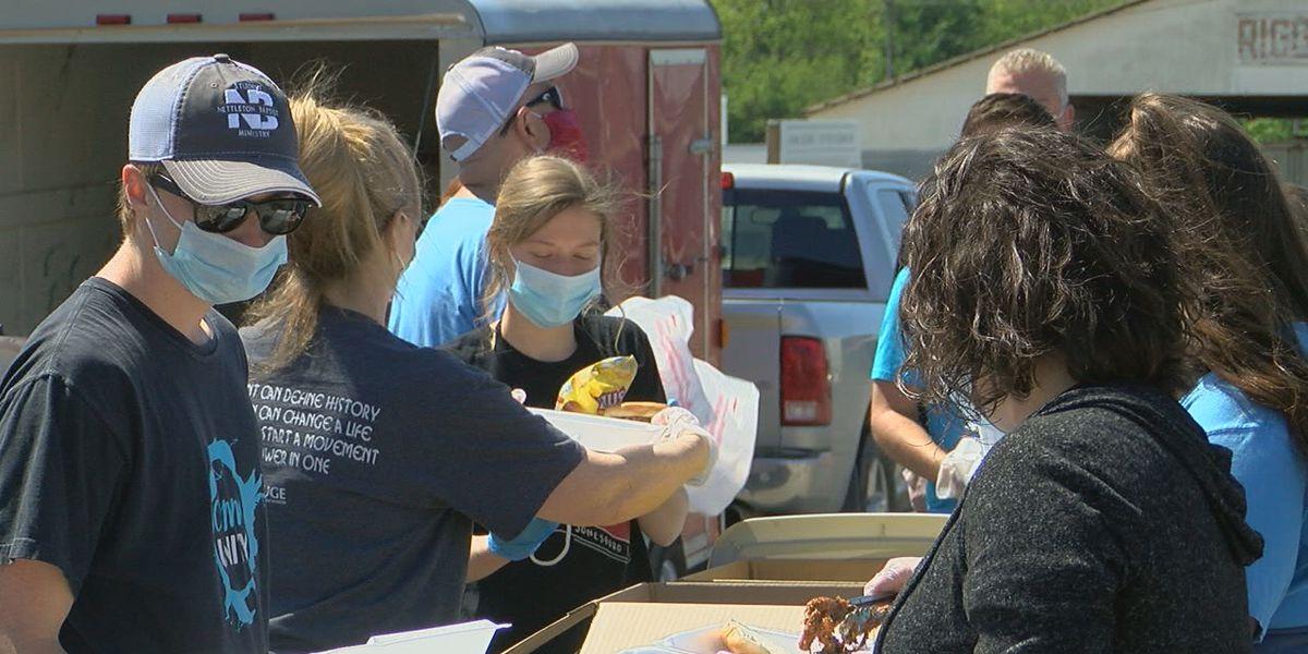 Jonesboro area church gives away free meals