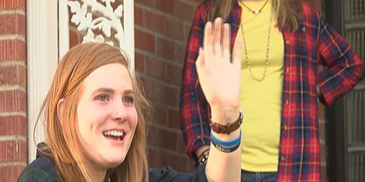 Crowd welcomes Natalie Eaton home for the holidays