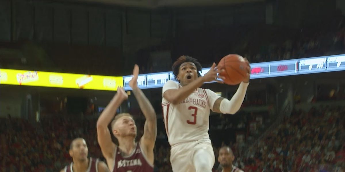 Arkansas men improve to 3-0 with 64-46 victory over Montana