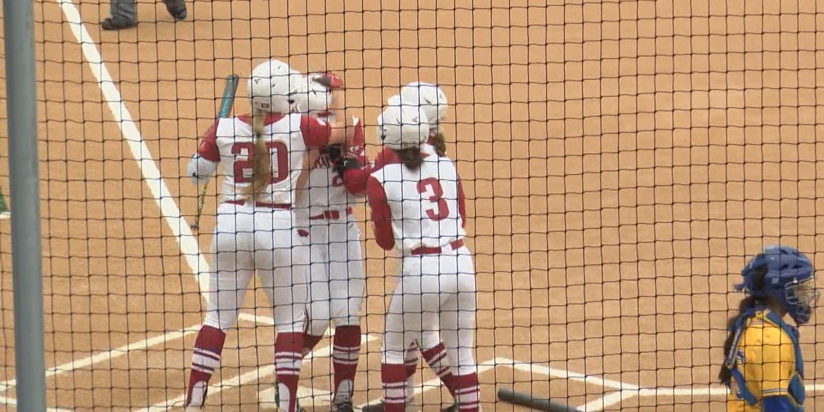 Arkansas softball wins two Sunday in Cowgirl Classic