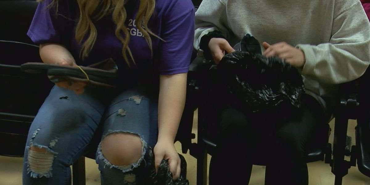 860 students receive socks and shoes ahead of Christmas