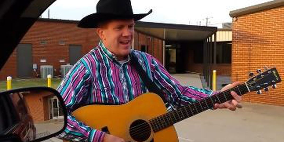 VIDEO: Arkansas elementary principal strums guitar, sings to welcome students