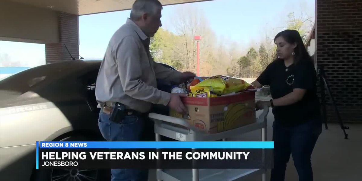 Elks Lodge gives away 20 boxes of food to veterans