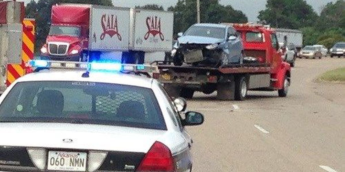 2 injured in crash at Southwest Dr. and Darr Hill Rd.