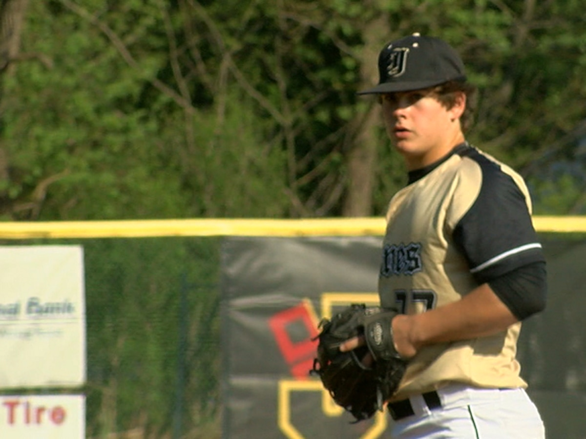 Jonesboro pitcher Zane Neves signs with Arkansas