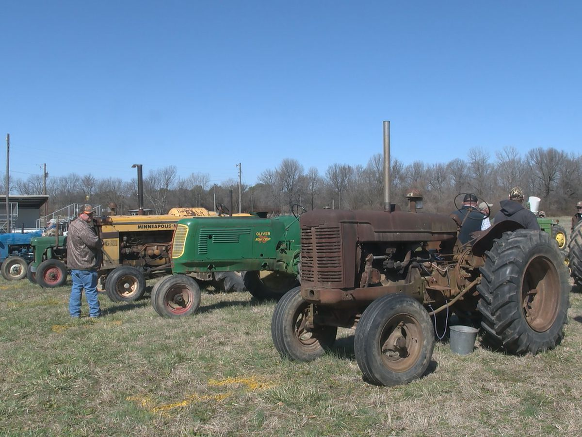 Antique Tractor Show held to raise funds for FFA students