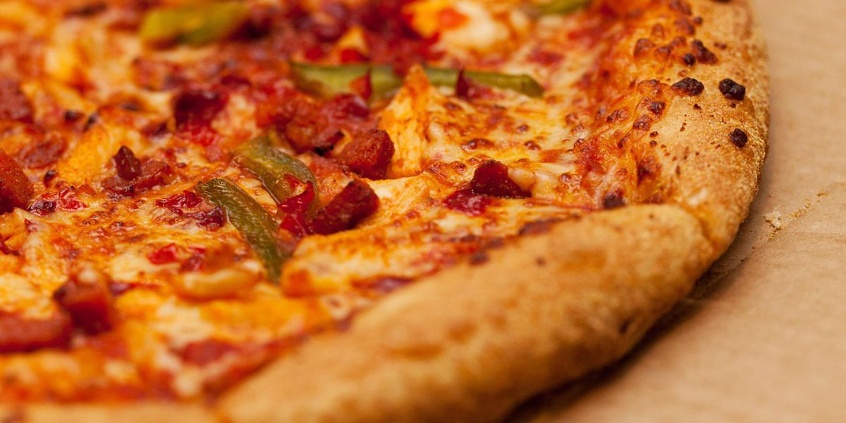 Oxford pizza shop offers free pizza for immigrants, refugees