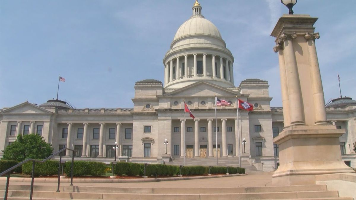 Arkansas lawmakers OK reworked bill that nullifies gun laws