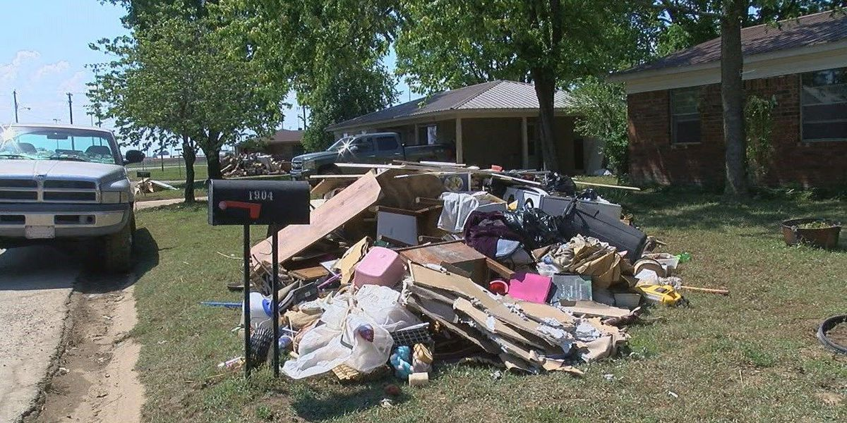 Residents start to return home in flood's aftermath