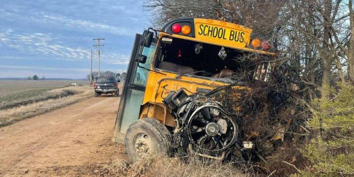 Conductora citado en choque de autobús escolar