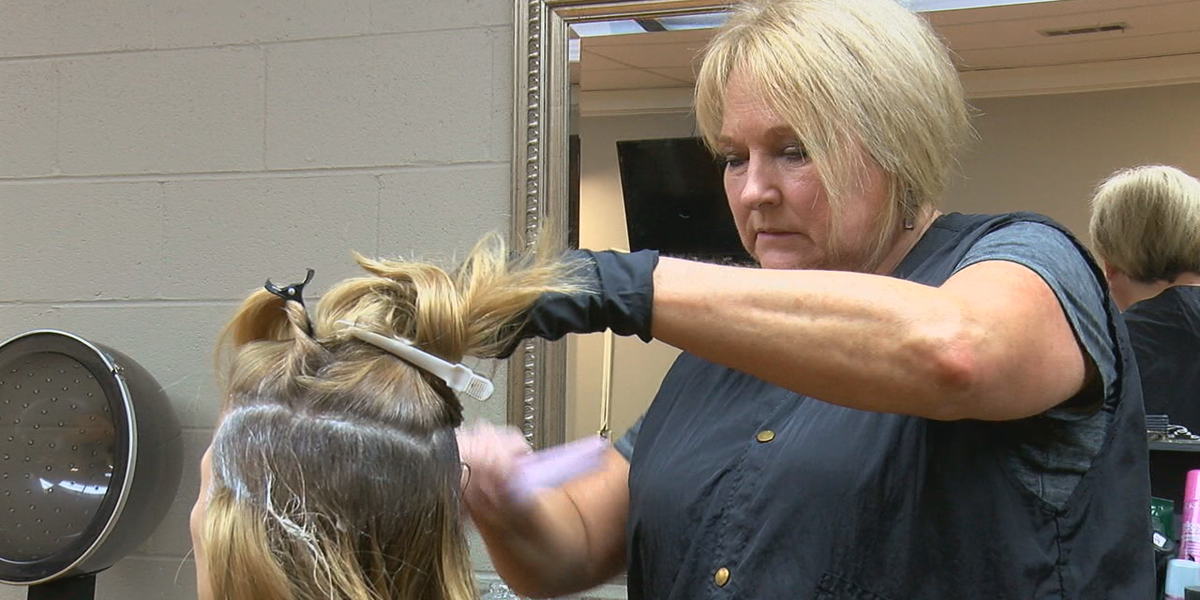 With COVID-19 and hairspray in the air, hairstylists work to battle the virus
