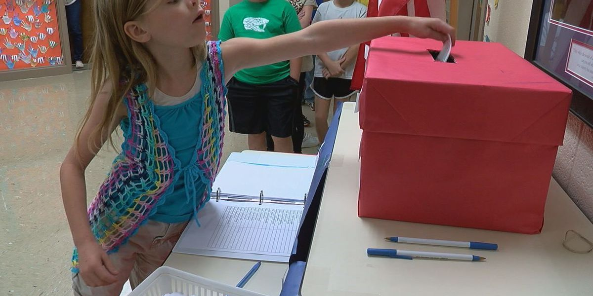 GCT students cast their ballot in mock election