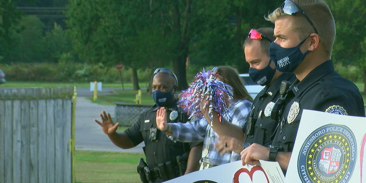 JPD officers show some spirit for car riders