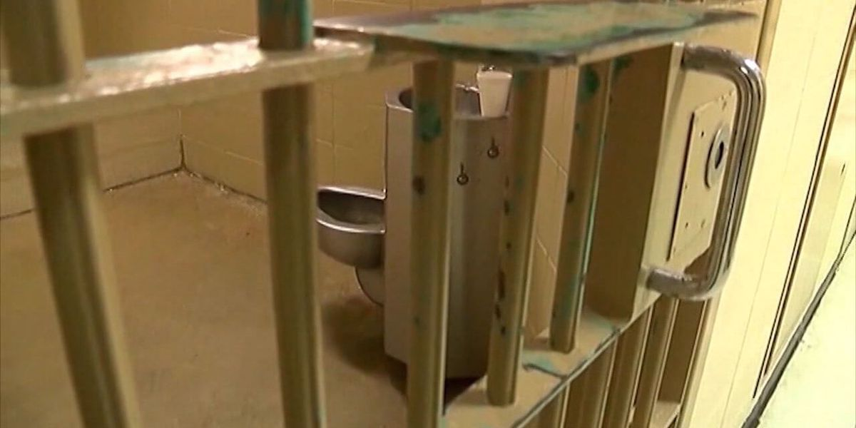 Bill filed to help lower Arkansas prison costs