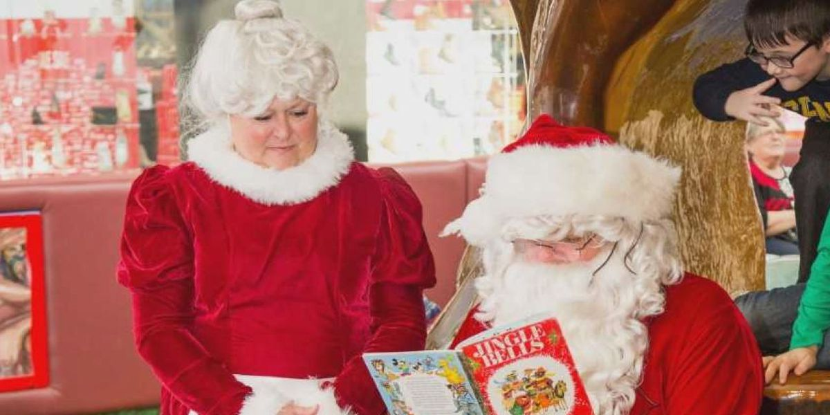 Santa Claus is coming to town to read to children