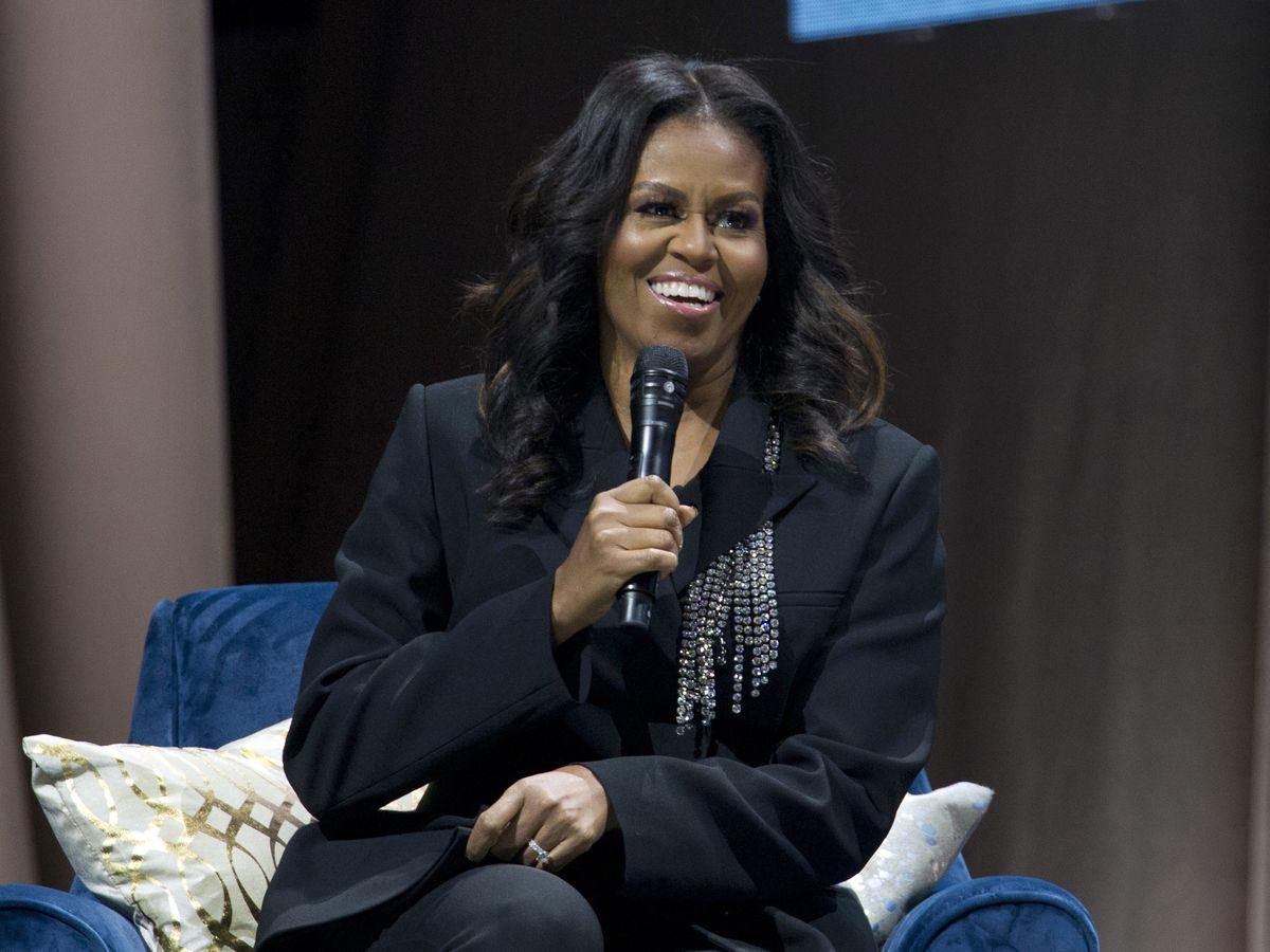Barack Obama surprise guest at Michelle Obama's book show