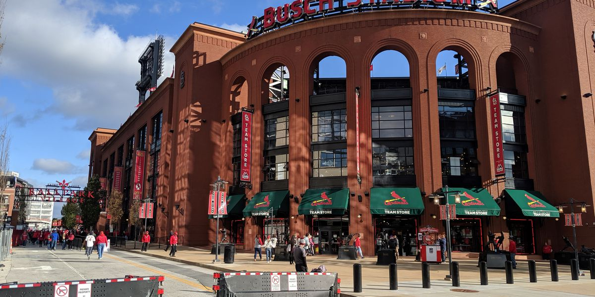 Cardinals to host fans at Busch Stadium in 2021