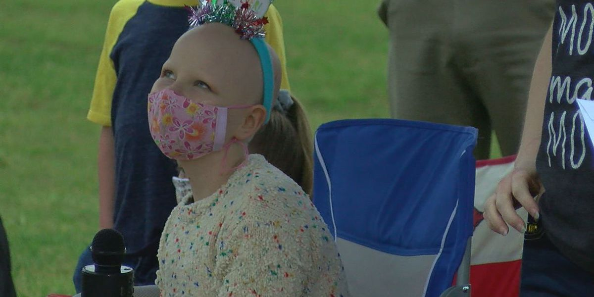 Community surprises 12-year-old girl with cancer with birthday parade