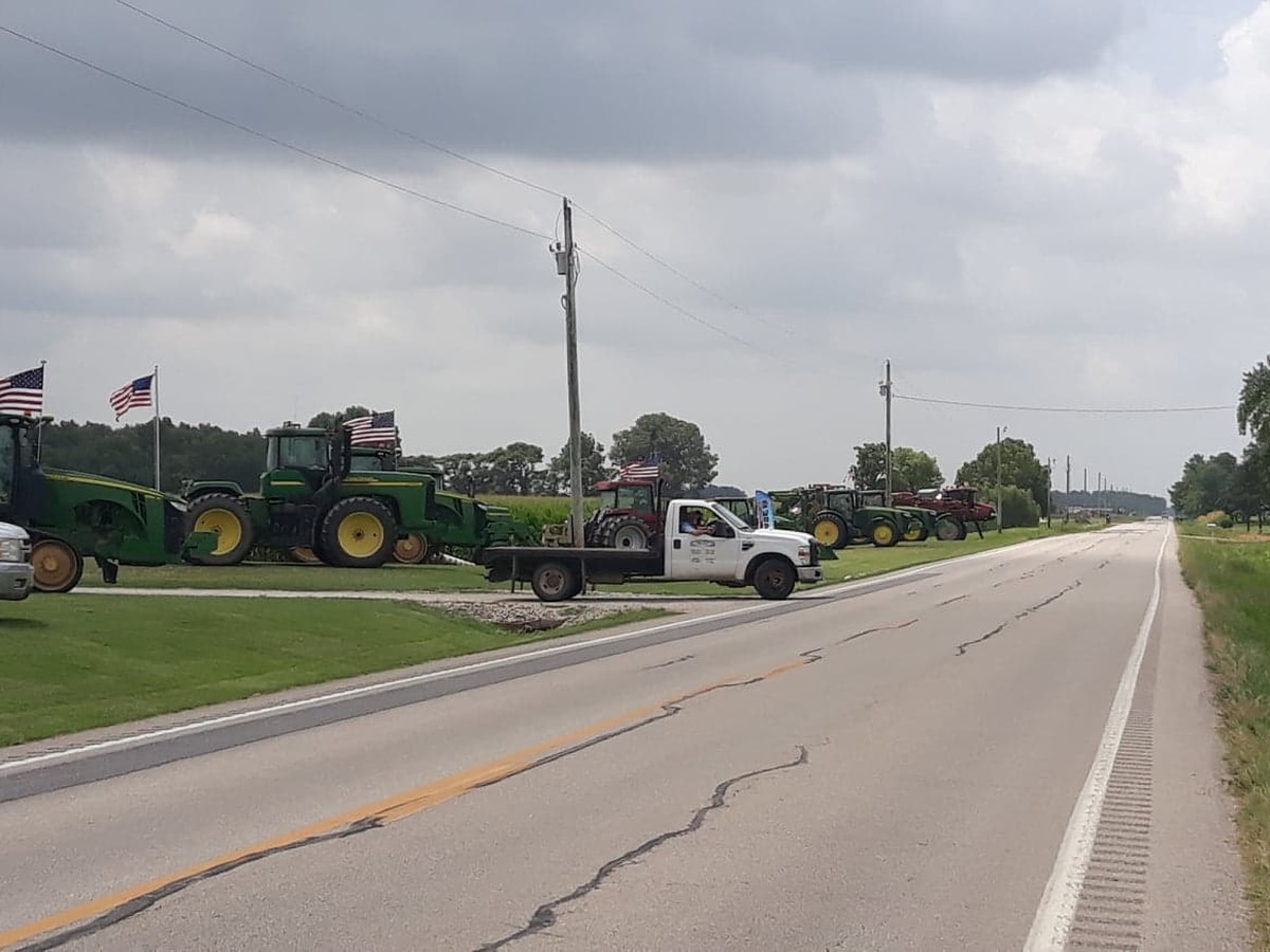 Tractors line Hwy. 51 to honor Stoddard Co. man