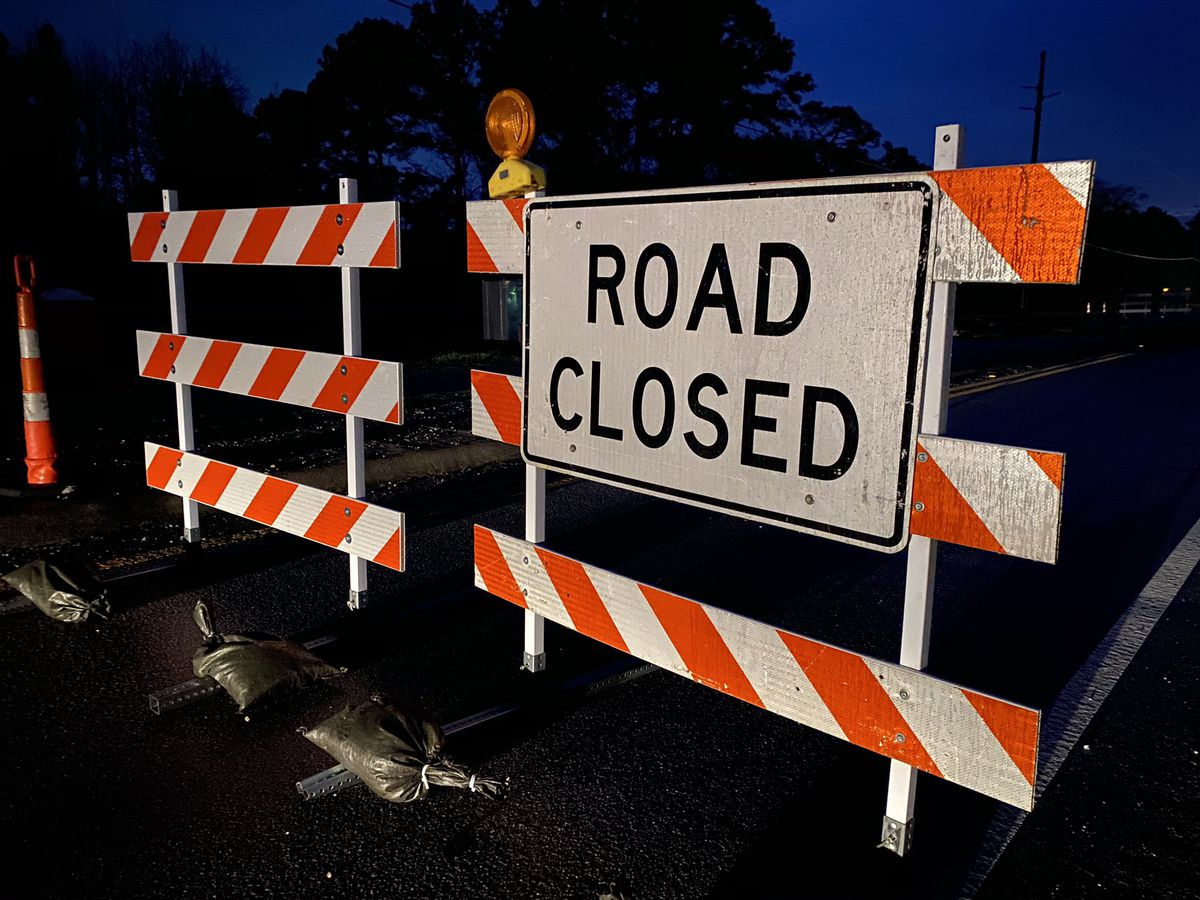 Railroad crossing closed on Gee Street