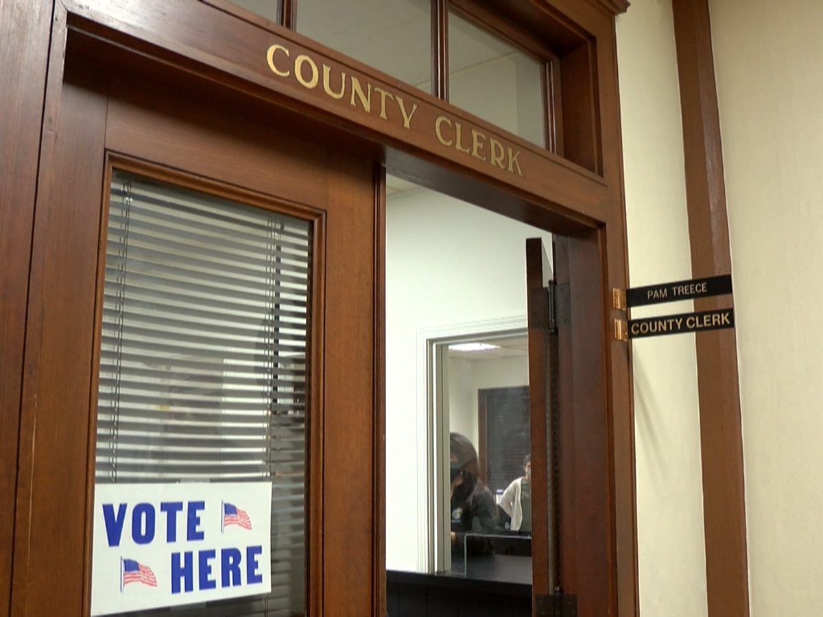 Pemiscot Co., Mo. clerk helps voters in quarantine