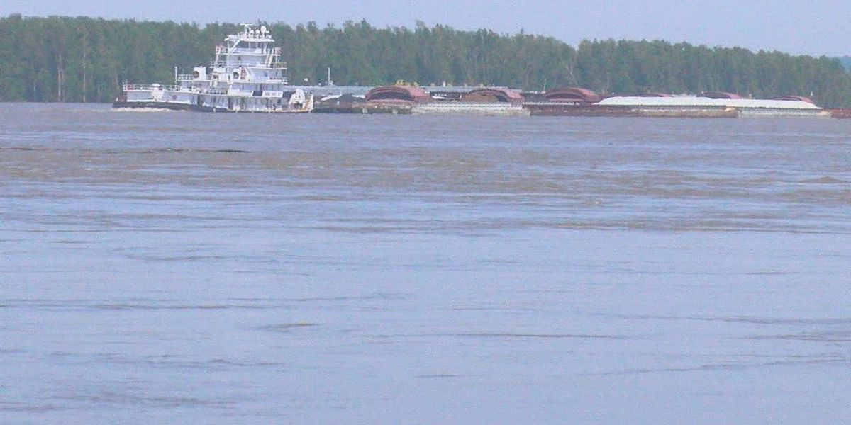 Crews take wait and see approach on possible Mississippi River flooding
