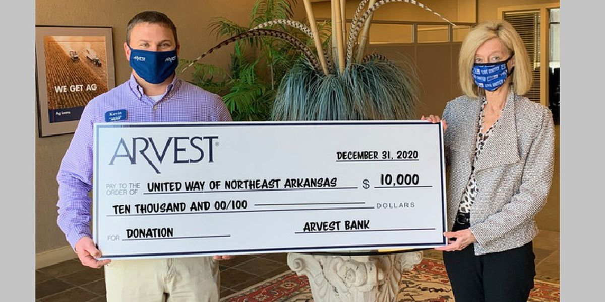 Bank's $10,000 donation to United Way 'a blessing'