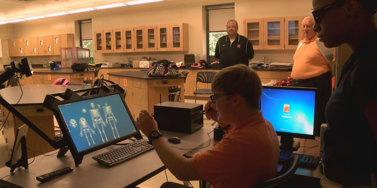 Newport students study with 3D virtual reality computer