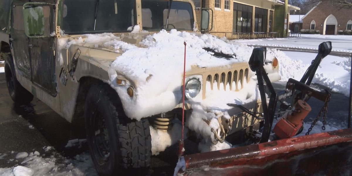 Walnut Ridge uses military Hummer to clear snow