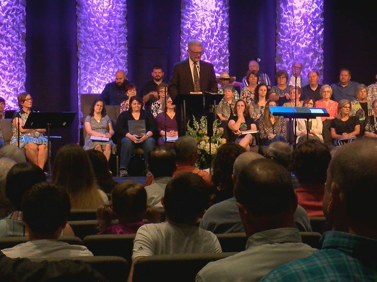 Pastor preaches his last sermon after 42 years