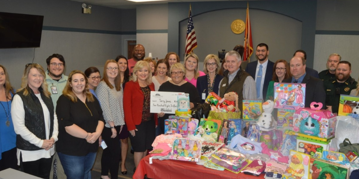 Gr8 Acts of Kindness winner's caring spirit brings Christmas to Region 8
