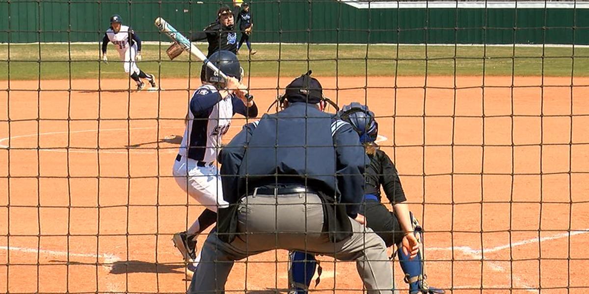 #18 Lyon softball sweeps Williams Baptist