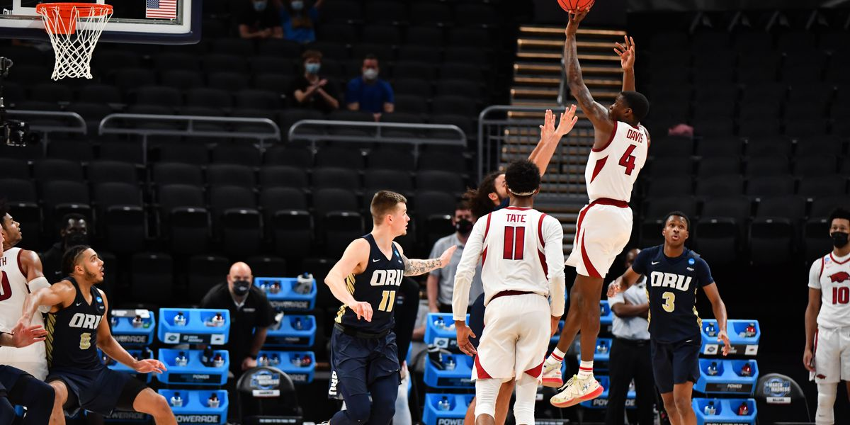 Hogs beat Oral Roberts to advance to Elite 8