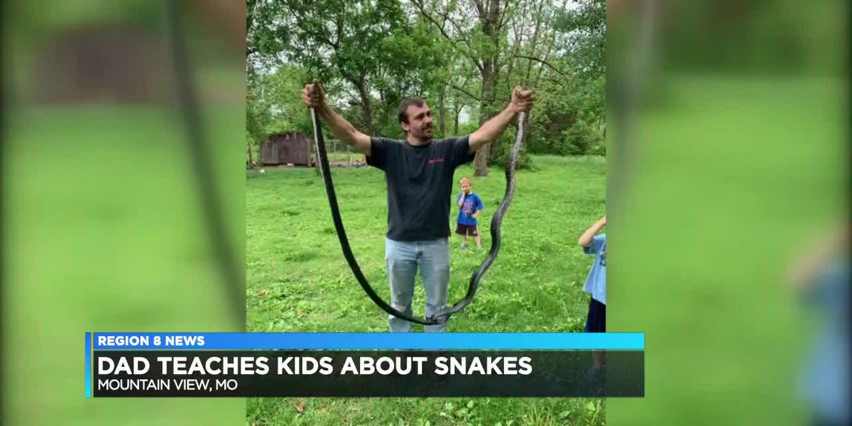 Dad teaches kids about snakes