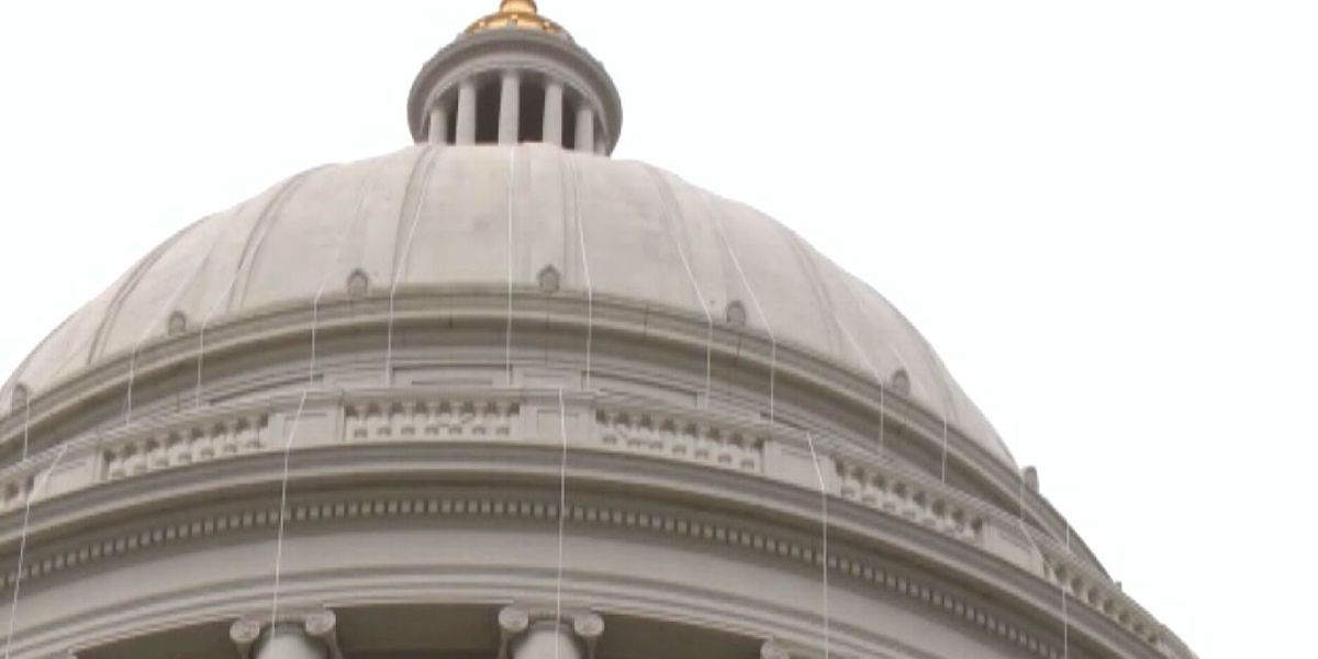 Arkansas lawmakers vote to prevent mask mandate's return