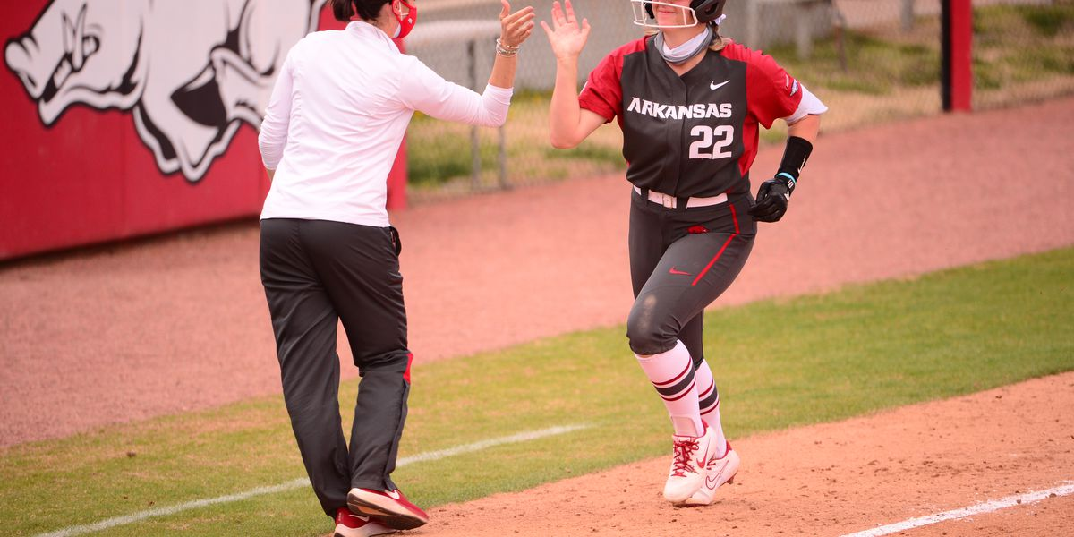 Arkansas softball edges Mississippi State