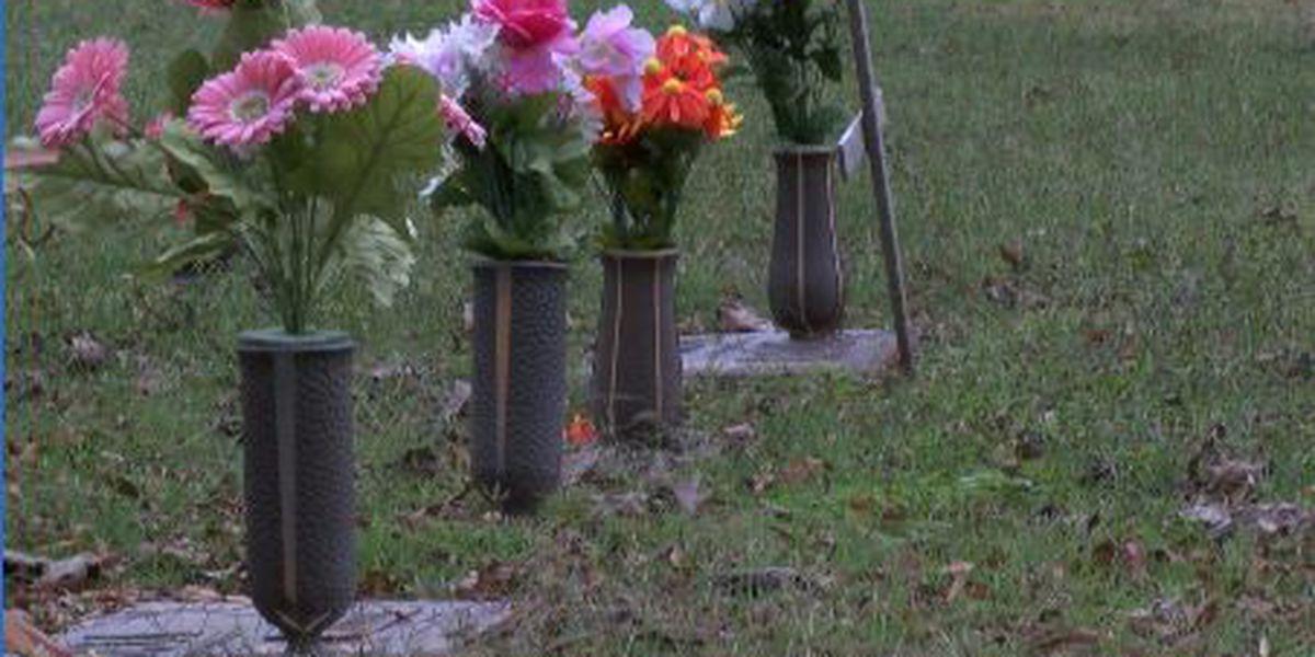 Police: Bronze vases stolen from Region 8 cemetery
