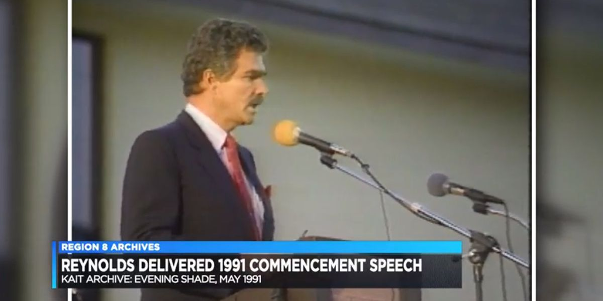 Burt Reynolds delivers commencement speech to Evening Shade H.S. class of '91