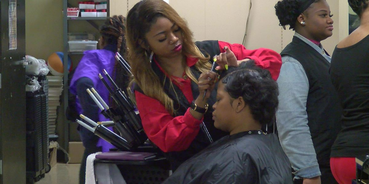 Memphis school pampers cancer survivors, caretakers for Valentine's Day