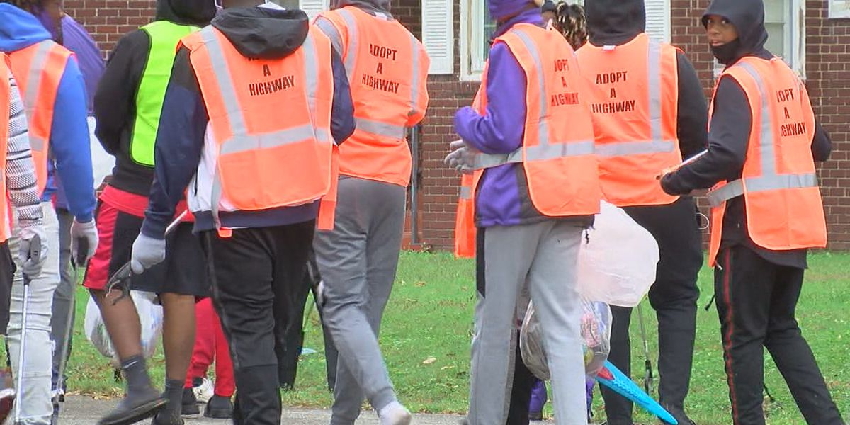 Volunteers help clean-up Osceola, pick up trash, grass clippings
