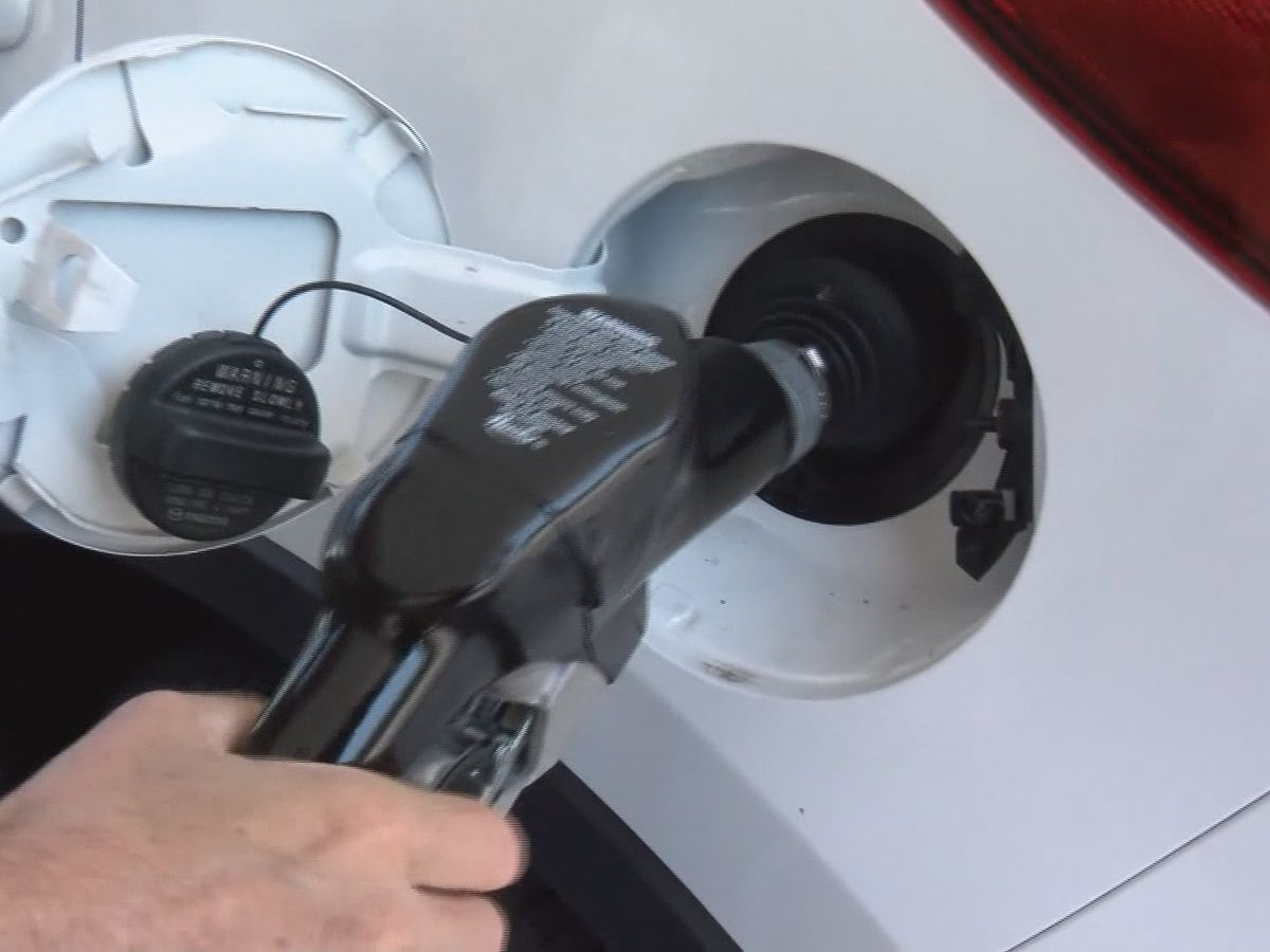 Arkansas gas prices fall slightly