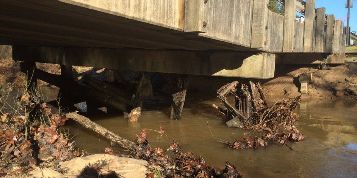 Arkansas bridge stays closed over infrastructure funding