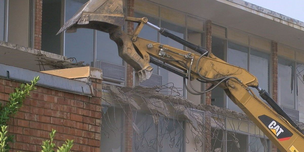 Old hotel in downtown Jonesboro being torn down