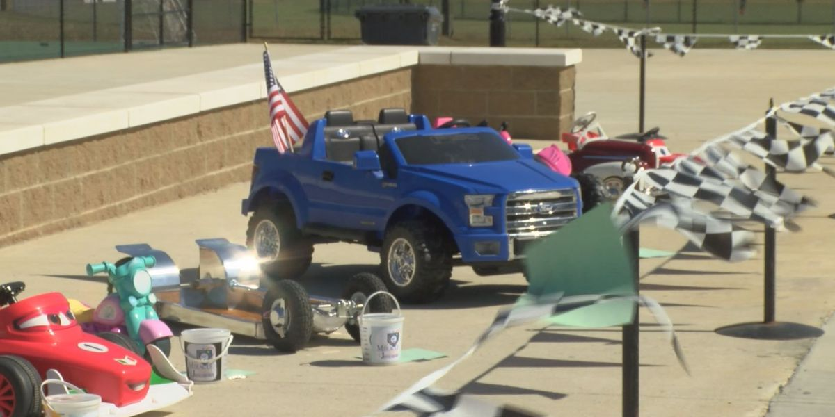 Kids and adults show off cars at Miracle League Park