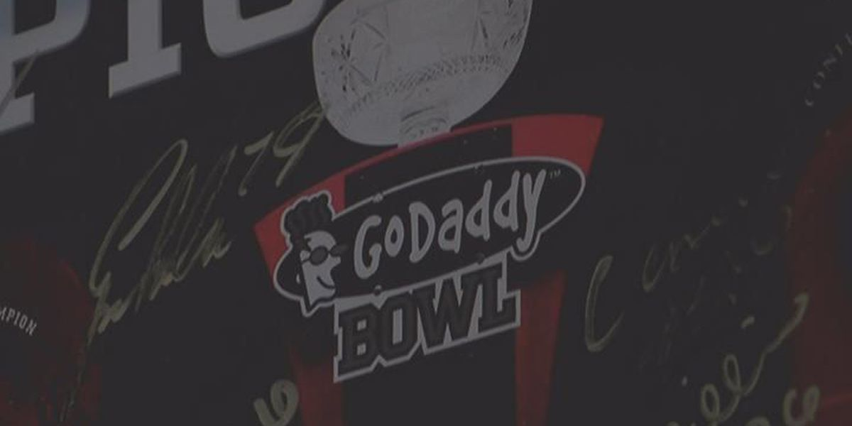 Fans send off Red Wolves to 2015 GoDaddy Bowl